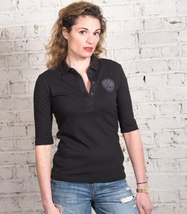 Woman arms black polo