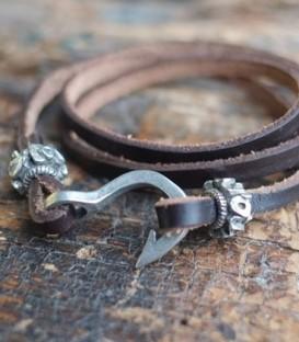 bracelet cuir marron hameçon nickel vieilli, perles argent